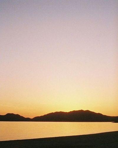 Portra800 Sea Olympuspeneed Film Filmphotography Filmcamera 砂浜 オリンパスペンEED フィルム写真普及委員会 フィルム写真 フィルムに恋してる Kodak フィルム ふぃるむカメラ フィルム部 ハーフサイズカメラ 写真好きな人と繋がりたい ファインダー越しの私の世界 カメラ好きな人と繋がりたい ポートラ800 Halfsizecamera オリンパスPENEED Beach Sunset Goldenhour 夕暮れ 夕空