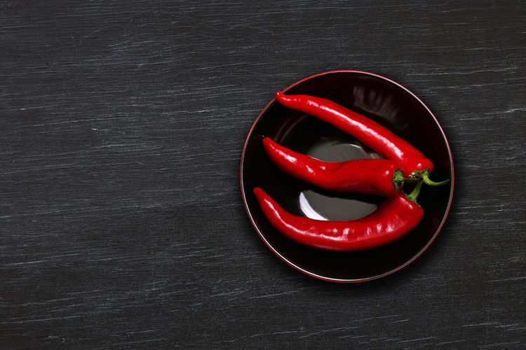 Red Table Still Life Food And Drink Food Indoors  Vegetable Pepper Chili Pepper High Angle View No People Directly Above Red Chili Pepper Wellbeing Healthy Eating Freshness Close-up Spice Wood - Material Chili Pepper Red Hot Chili Peppers Capsicum Annuum Kapia Cooking Ingredient Temptation Sweet Pepper