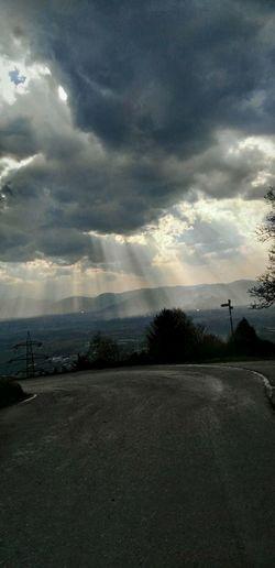 Lichtblicke Dramatic Sky Sun Sun Shine Through Shine Through Downhill Strahlen Sunstripes