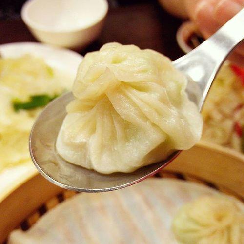 明月湯包退步了欸,湯包上桌已經不燙口還乾癟沒湯汁,炒飯濕黏堪比湯泡飯,唉… 明月湯包 Xiaolongbao Soupdumplings 愛曼達