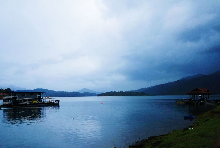 Like human, everything seem so nice, but deep inside, no one knows how it is like Kenyir Lake View Floating Floating House