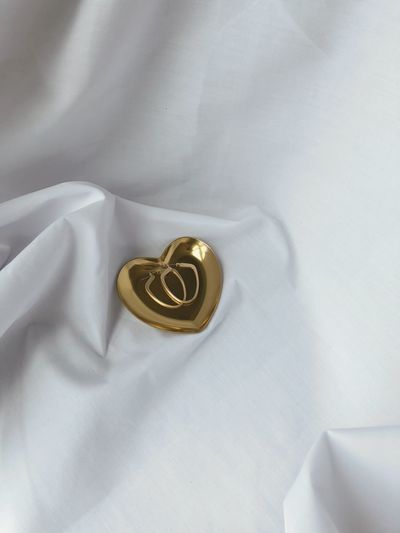 Mini heart golden tray Props Ferniture Golden Tray Beauty In Ordinary Things Household Equipment Earring  For Sale Heart Shape Accessory Tray Jewelry White Color No People Textile Ring Gold Colored Wedding Ring Indoors  Gold