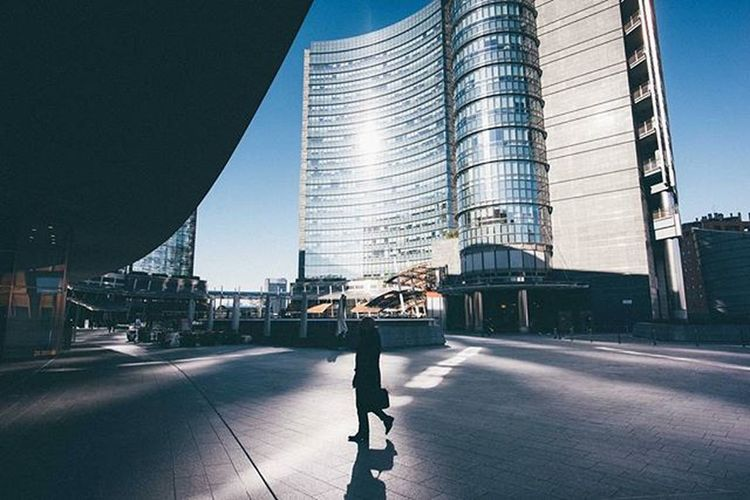 Milano 3/3 Milano Igersmilano Street Streetphotography Travelmore Thisisitaly Exploring_the_earth Thatsdarling Visualauthority Shotaward Passionpassport Editoftheday Streetminimal Everydayeverywhere ExploreEverything Darlingmovement Minimal Minimalism Streetdreamsmag