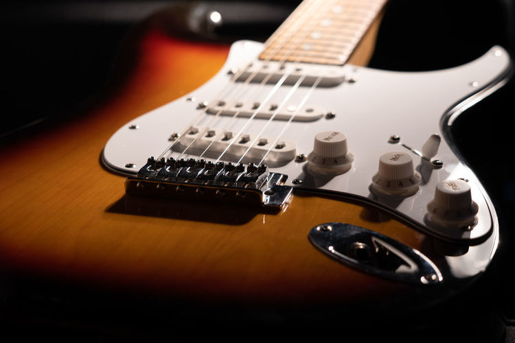 Guitar String Instrument Music Musical Instrument Electric Guitar Musical Instrument String Arts Culture And Entertainment Musical Equipment String Rock Music Studio Shot Indoors  Modern Rock Close-up Wood - Material No People Knob Selective Focus Noise Fretboard Black Background Bass Guitar