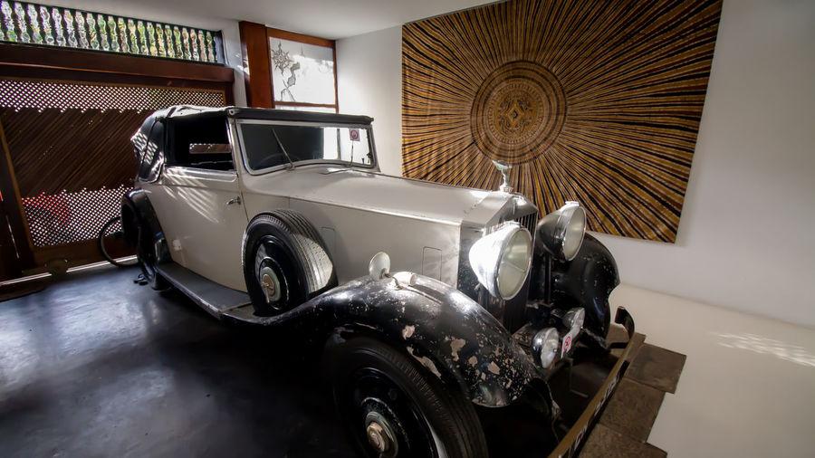 Geoffrey Bawa's Rolls Royce Colombo Sri Lanka Day Geoffrey Bawa MeinAutomoment No People Rolls Royce Sri Lanka Stationary