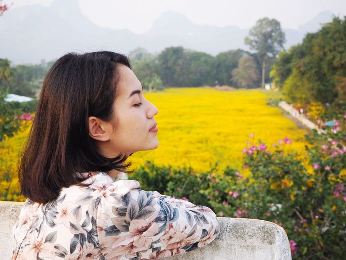 Cosmos Flowers EyeEm Selects Plant One Person Leisure Activity Young Adult Real People Headshot Lifestyles Looking Nature Portrait Young Women Adult Beauty In Nature Tree Growth Flowering Plant Women