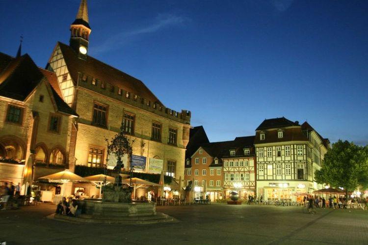 Göttingen  Gänseliesel Marktplatz Deutschland Abend