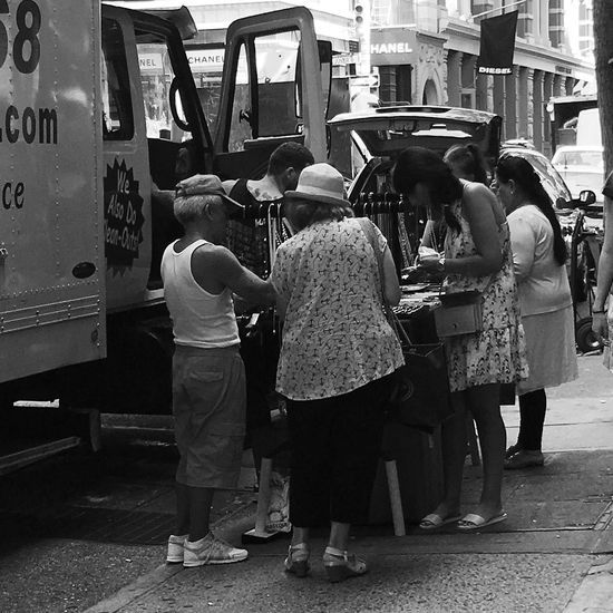 Soho Street Vendors Street Photography Buying And Selling Small Crowd New York City Life Manhattan Urban Environment Urban Lifestyle New York Afternoon Blackandwhite
