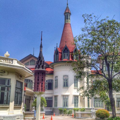Phayathai Palace #พระที่นั่งพิมานจักรี #thaiancient #oldpalace #architecture bangkok #thailand . Hello World