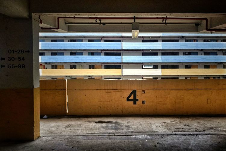 4 if not 5 (in Chinese) Building Urbex NostalgicHongKong Perfectionism TeddyKwok Hong Kong Architecture Hong Kong Urban Lessismore Communication Architecture Exterior Office Building Archway Passageway
