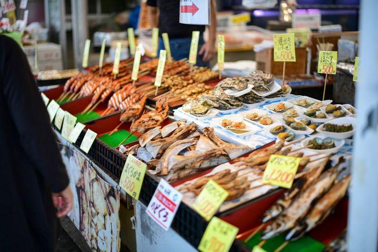 お魚天国。 Fish Food Foodphotography Market Food And Drink Food Retail  For Sale Market Stall Choice Freshness Price Tag Day