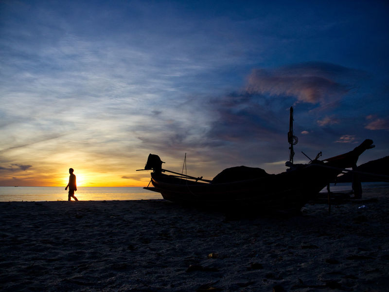 Exercise Exercising Khanom Lost In The Landscape Nakhon Si Thammarat Beach Cloud - Sky Dawn Dawn Of A New Day Exercise Time Horizon Over Water Longtail Boat Mode Of Transport Moored Nature Nautical Vessel Outdoors Scenics Sea Silhouette Sky Transportation