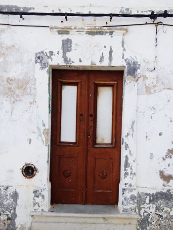 Door Closed Entrance Doorway Wood - Material House Old-fashioned Safety No People Day Built Structure Protection Architecture Outdoors Close-up Business Finance And Industry Clear Sky Politics And Government Travel Destinations Ruines Ruinas Old Ruin King - Royal Person Ruined Buildings Ancient Civilization