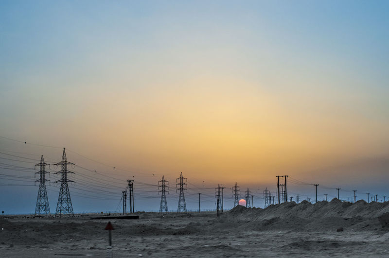 So many electricity pylons in Kuwait, may result in this insolite beauty. Art Is Everywhere BYOPaper! Beauty Is Everywhere  Desert Beauty Desert Landscape Electricity Pylon Scenics Sunset Sunset In The Desert The Great Outdoors - 2017 EyeEm Awards