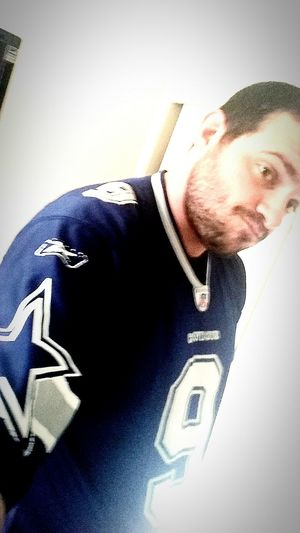 Almost Gametime. Dallas Cowboys Dallascowboys NFLPLAYOFFS NFL Sunday. Ready to go. Multitasking NFL Football and Dominating this Selfie War with My Omnia. I am in love