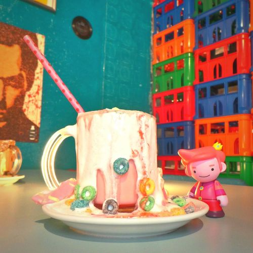 Teatime with PrinceBubblegum at Cerealkillercafe London Adventuretime Kidrobot x Artoyz 😍