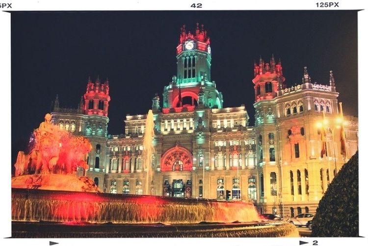 Arquitectura con iluminación cromática... Una experiencia para los sentidos. Night Lights Spanish Arquitecture PicFeeling Myfavcolor