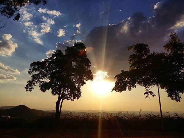 Encerrando o passeio no parque das Mangabeiras! Fimdetarde Sky Clouds Perfection SamsungGalaxyA5 Nature Belohorizontemg Ig_minasgerais Igers_minasgerais Conhecaminas Visiteminasgerais Exploreminas Brasil_sunset Great_captures_nature Great_capture_brasil Brsunset Super_photosunsets Parquedasmangabeiras Sunset Sunset_minas Myskynow Sun_and_beach_sb Sunsetporn Instasunsets Tramonto 3акаt sunnenuntergang matahariterbenam