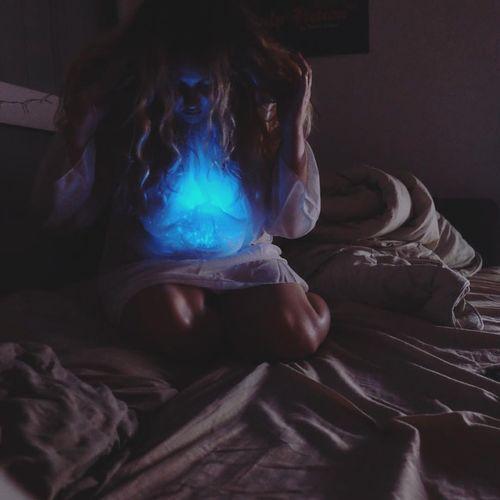 Wonderland Bluelights Feerique Nightphotography Autoportrait Photo Goodnight