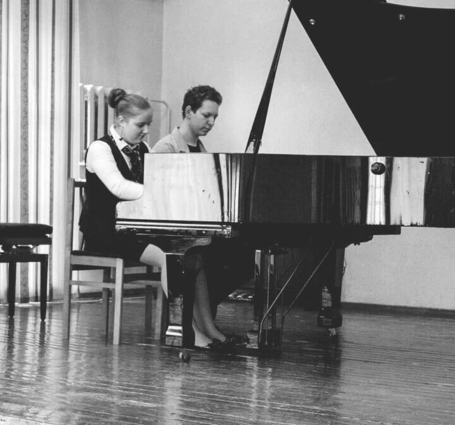 Piano Duet Playing Billie Jeans