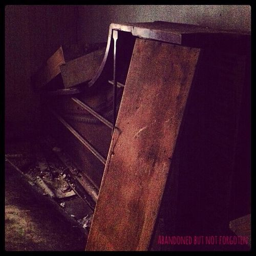 Abandoned But Not Forgoten Check This Out Taking Photos Piano Lessons