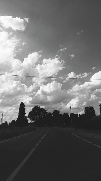Road Tree Cloud - Sky Street No People Sky Outdoors Day Nature Beauty In Nature Beautiful Beauty Photo Photography Zhoxha Clouds Italy World Photooftheday Blackandwhite