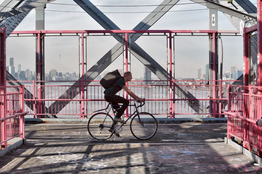 Bicycle One Person Full Length One Man Only Day Outdoors Men Exercising Adult Architecture Real People Adults Only People City Williamsburg Williamsburg Bridge Bridge Enjoying Life Enjoying The View The Great Outdoors - 2017 EyeEm Awards