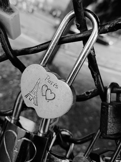 Paris Sacre Coeur Romantic Love Lock Hanging Luck Full Frame Lock Love Hope - Concept Padlock Valentine's Day - Holiday Chainlink Fence Fence Locked Chainlink Attached Symbolism