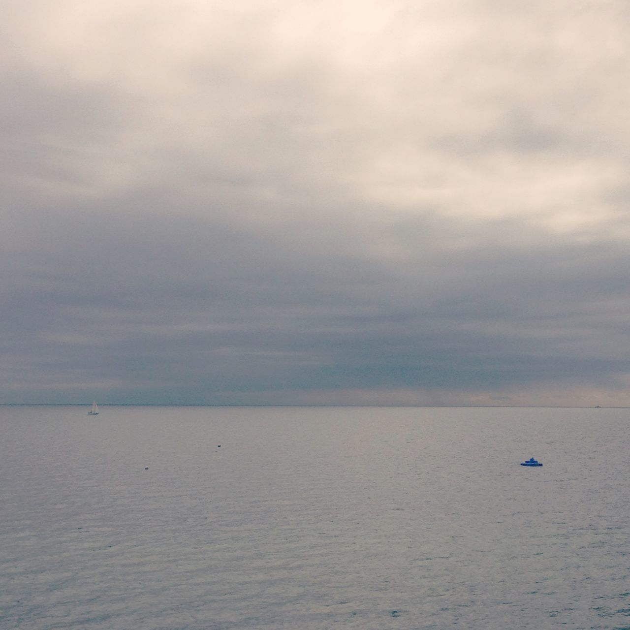 sea, cloud - sky, sky, water, horizon over water, scenics, nature, tranquility, tranquil scene, beauty in nature, nautical vessel, outdoors, no people, day, beach, transportation, vacations