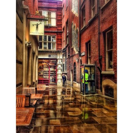 The back streets of London have their own story to tell! London_only Londonpop Lom_now Igerslondon London Ig_london LDN Timeoutlondon Mylondon Lovelondon