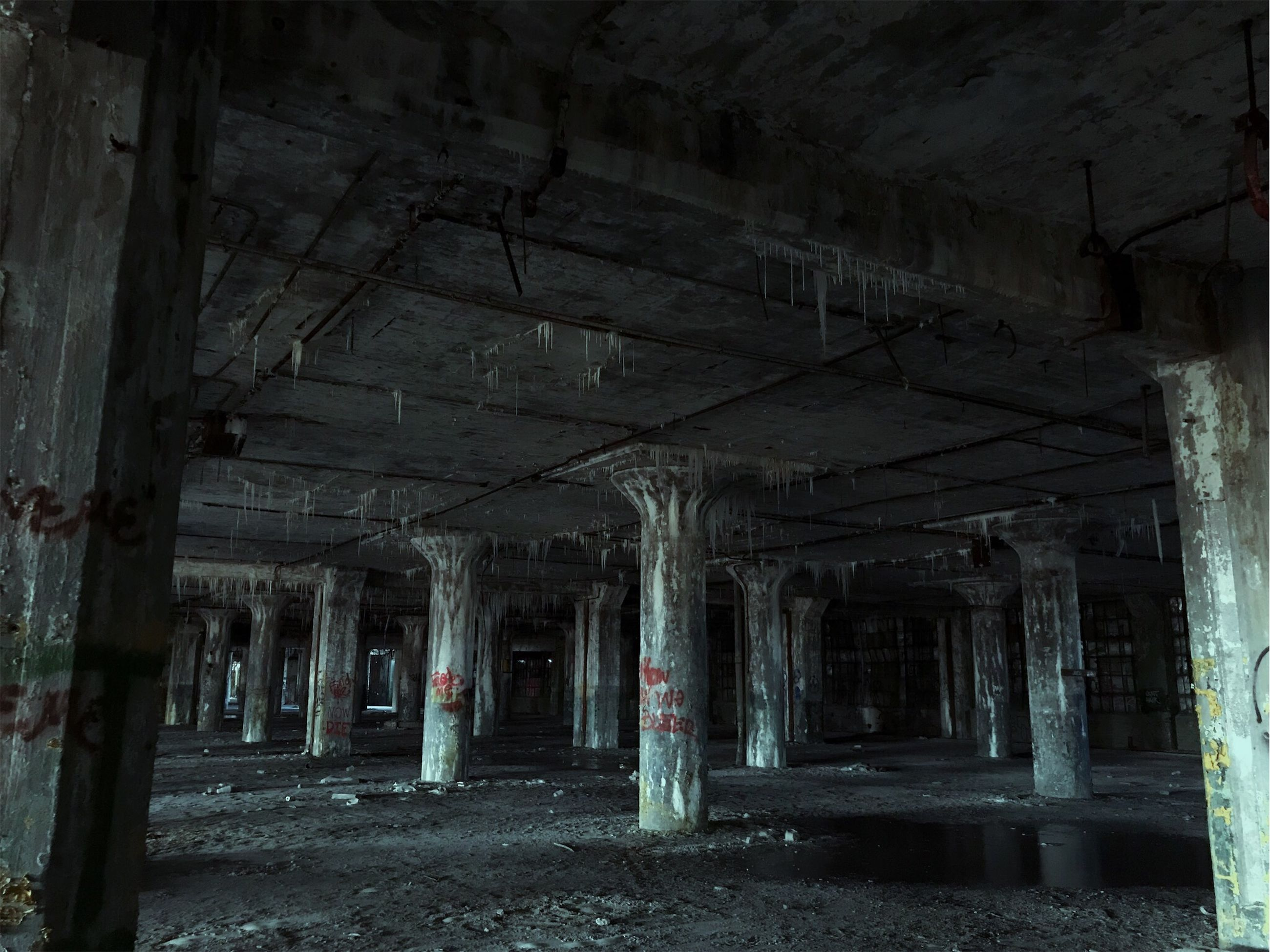 abandoned, architecture, built structure, obsolete, damaged, run-down, indoors, building, old, no people, architectural column, weathered, dirty, history, dirt, empty, bad condition, ruined, decline, destruction, deterioration, ceiling, demolished
