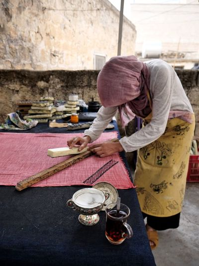 People Kurdish Hospitality CAI Tea Midyat Turkey Working Occupation Women Workshop Business Finance And Industry Looking Down Small Business Preparation  Craftsperson Fashion Designer International Women's Day 2019 The Traveler - 2019 EyeEm Awards The Photojournalist - 2019 EyeEm Awards