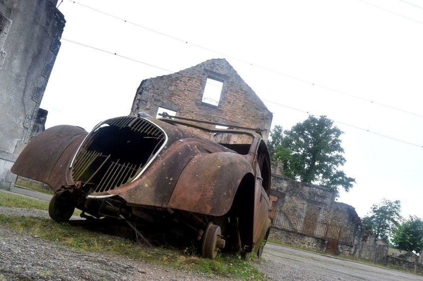 Photooftheday Picoftheday The Week Of Eyeem Exploring Photography Newtalent Streetphotography Architecture No People Village Rusty Abandoned Close-up Car Travel Destinations Old Town Destruction Oradour Sur Glane Cityscape Day History Outdoors Old Ruin Damaged Spraying