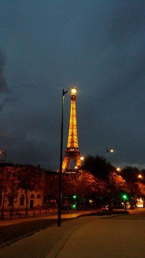 Tour Eiffel, le soir de nuit blanche Paris