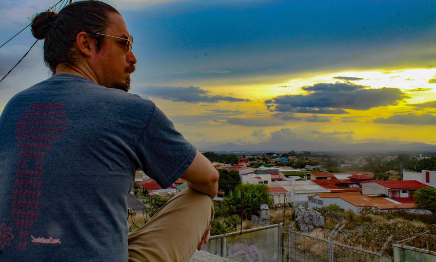 sunset Man Bun Sunglasses Facial Hair Long Hair Man One Man Only Sunset Heredia, Costa Rica Costa Rica Walking Around Taking Pictures Walking Around Barva One Person Streetphotography Santa Lucía City Cityscape Human Hand Mountain Men Sunset Town Sky Architecture Cloud - Sky Residential Structure TOWNSCAPE Human Back Rooftop Exterior Back