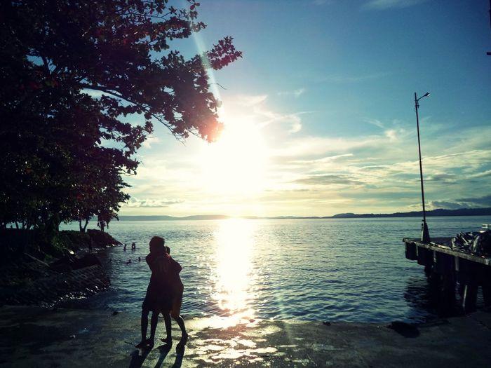 Bermain bersama anak-anak Indonesia_photography Indonesian Visit Indonesia Halmahera Selatan Halmahera Pesona Indonesia Cultural Water Sea Beach Sunset Silhouette Summer Sun Sky