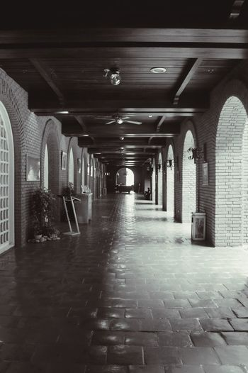 Black And White Photography One Point Perspective Architecture Vintage Architecture Hallway Museum Old Buildings Architecture Photography EyeEm EyeEmNewHere Black And White Friday