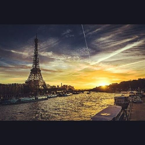 Sunset in Paris 🗼💕 Gianlucacericolaphotography Toureiffel Toreiffelparis Followme Followmeonmyfbpage AllRightsReserved Follow Pictureoftheday Instalike France Parigi Sun Sunnyday Instagood Picoftheday Photooftheday Photograph Ph Photogrid Photoshoot Niceday Nicepic GoodTimes bonsoir goodnight