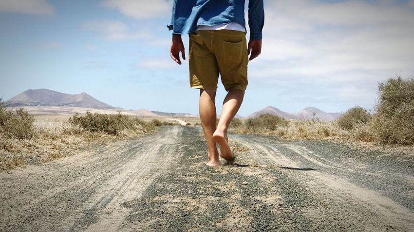 Only Men Walking Human Leg Casual Clothing Outdoors Vacations Summer Human Back Rural Scene Bare Foot Adventure Desert Nature Landscape Horizon Going For A Walk Walking Away Road One Person Sand Arid Climate Breathing Space Blogger Lost In The Landscape An Eye For Travel