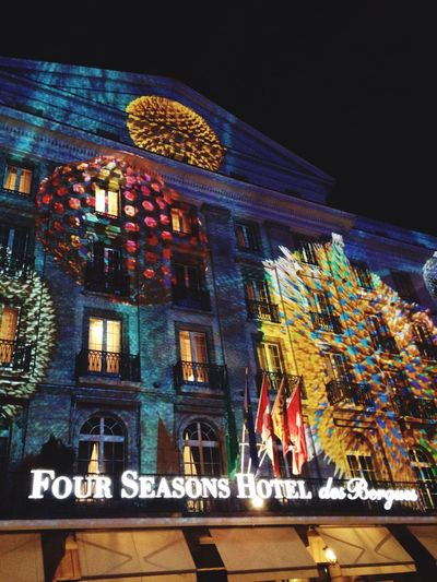 A lovely light display .. 🎄💫✨👌🏻 Fourseasonshotel Geneva Lights