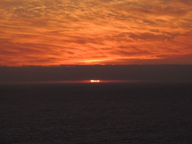 When The Sun Goes Down..♥ Sunset Fire  Sundown...♥ Sky Fire Sunset And Sea Sunset And Clouds  Dark Clouds Scenics Sunset Porn Enjoying The Sunset In Front Of Sea View... Love It!  The Purist (no Edit, No Filter) Reñaca Beach , Chile