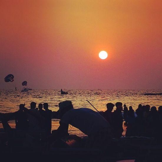 Amazing sunset a in goa Sun Sunset Nature Water Sea Background People Silhouette Backdrop Parasailing Dusk Puneinstagrammers Punediaries Ngma Goa Waycoolshots Photopport_unity Photodrobe Rsa_light Insta_vibrant Instacool Lowlight _oye _soi Oyeitsindia indiaphotographerigers_indiaigs_asiaPickMyGoaPic