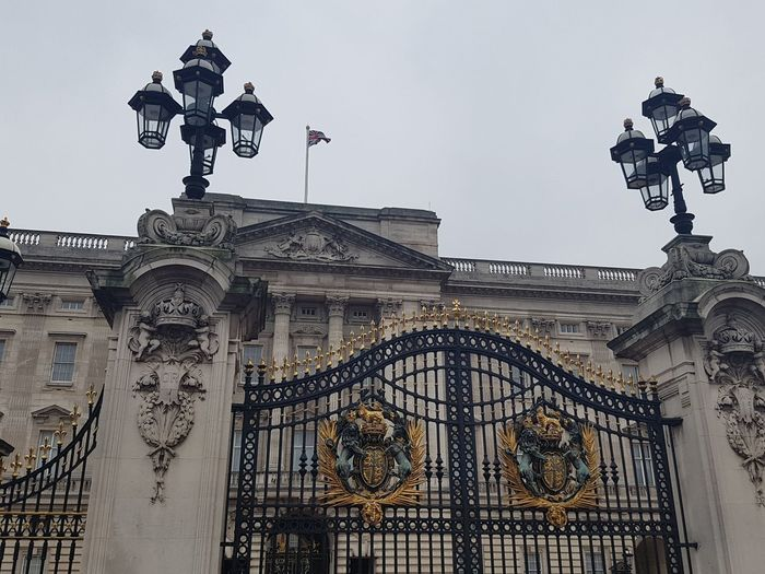 Buckingham Palace in London UK 2017 2017 2017 Year 2017 Photo London 2017 Outdoor Pictures Travel Travel And Tourism 2017 Architecture Building Exterior Built Structure City Day History Low Angle View No People Outdoor Outdoor Photography Outdoorphotography Outdoors Outdoors Photography Outdoors❤ Sculpture Sky Statue Travel Destinations