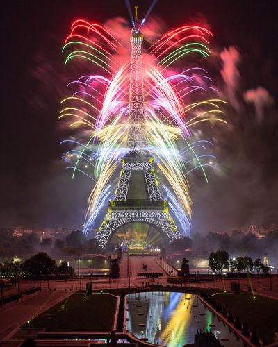 Bastilleday Bastilleday2017 Paris Fireworks Feu Dartifice Celebration Trocadero Feu D'artifice 14 Juillet 2017 Night Firework Display Illuminated