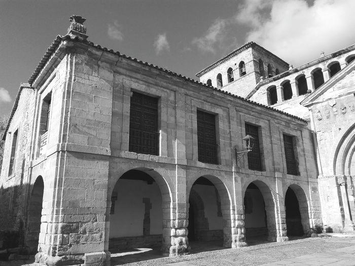 EyeEm Selects Architecture History Built Structure Window Sky Travel Destinations Arquitectura Spirituality Religion Architecture Iglesia Arquitectura Religiosa Historia Santillana Del Mar Cantabria