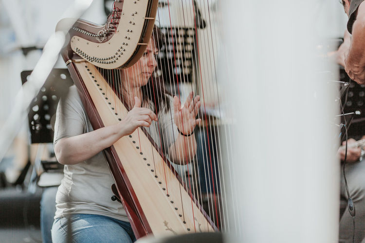 Arts Culture And Entertainment Harp Music Music Music Festival Music Is My Life Musica Musical Equipment Musical Instrument Musical Instrument String Musical Instruments Musician Orchestra Orquestra Performance Playing String Instrument Strings