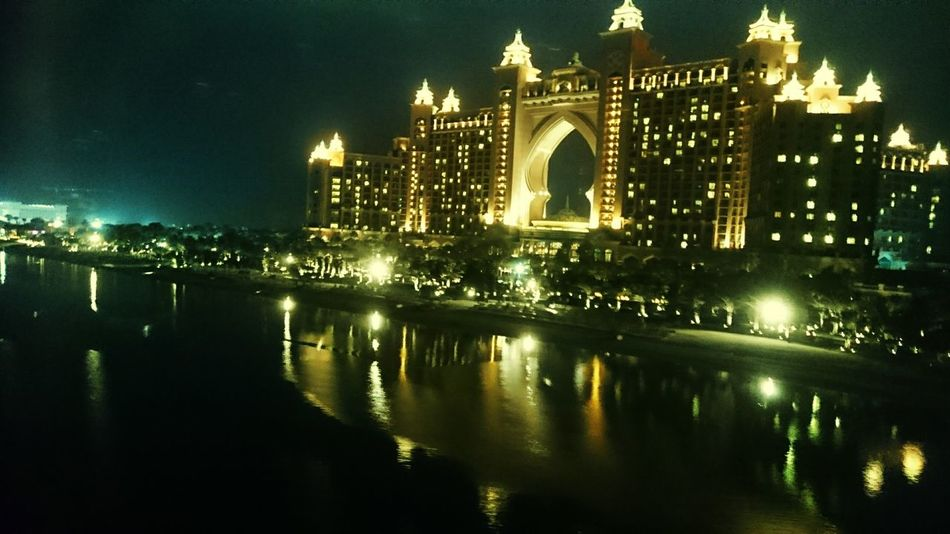 Jumeirah Hotel View Night Lights EyeEm Best Shots EyeEm Gallery EyeEm Dubai❤ Night Out Nightphotography Shadows & Lights Light In The Darkness Eyem Best Shots Eyem Gallery Royal Palace Royal_shots
