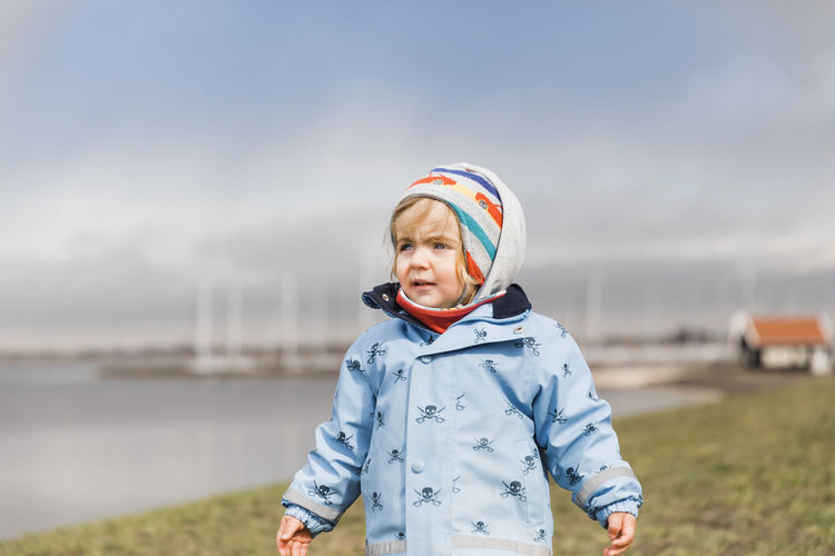 Toddler girl standing on dyke and looking to the sea – Hindeloopen, Netherlands, Europe Child Childhood Toddler  Toddlerlife Girl Females Dyke  Netherlands Hindeloopen Friesland Vacations Knit Hat Close-up Grass Field Ijsselmeer Lake Water Waterfront Sea Lakeside Happiness Watching Focus On Foreground Confidence  One Person Leisure Activity Clothing Nature Portrait Sky Front View Lifestyles Day Waist Up Standing Adult Smiling Scarf Warm Clothing Real People Winter Outdoors Hood - Clothing