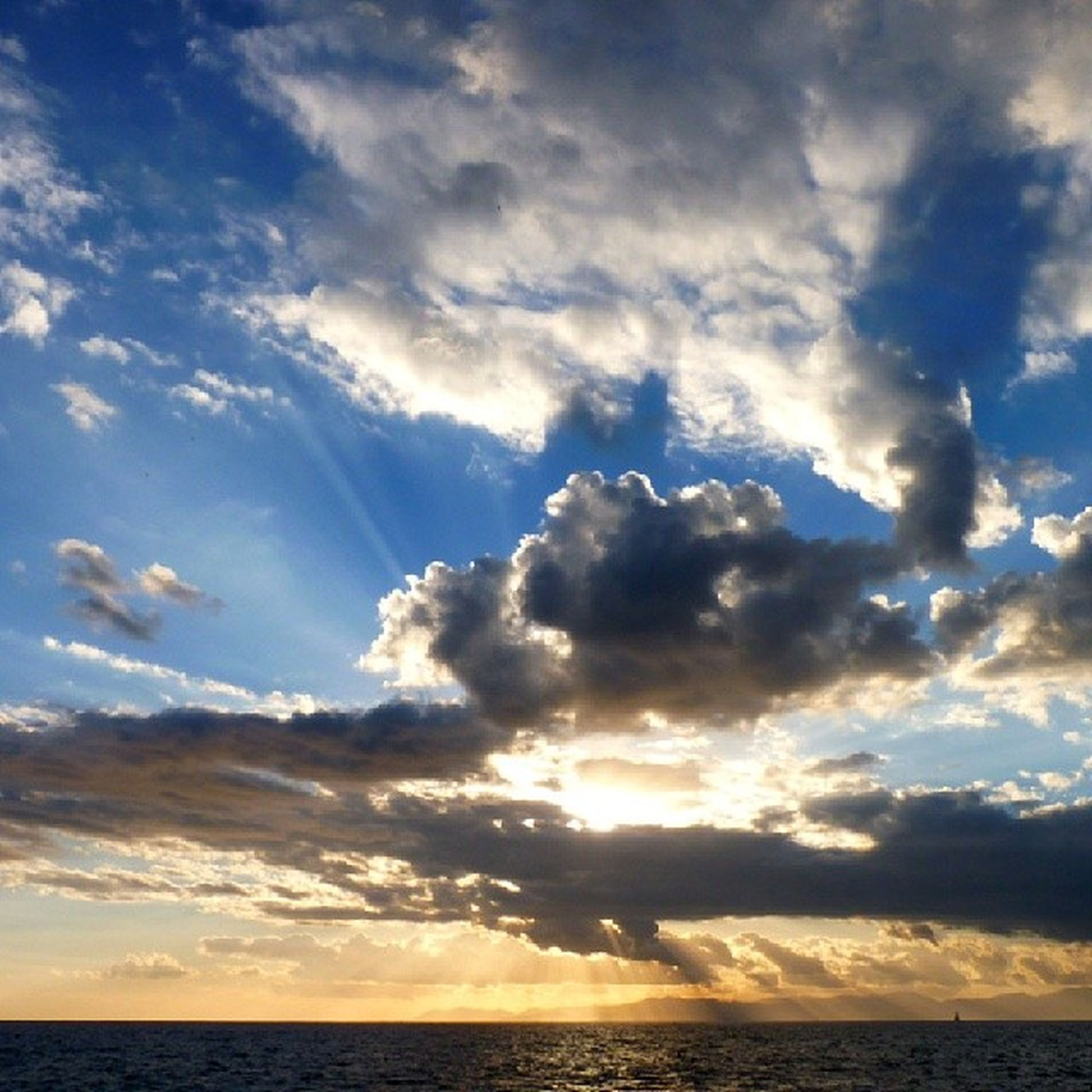 sea, horizon over water, scenics, sky, tranquil scene, beauty in nature, tranquility, water, cloud - sky, sunset, nature, idyllic, cloud, waterfront, cloudy, sun, beach, outdoors, majestic, sunlight