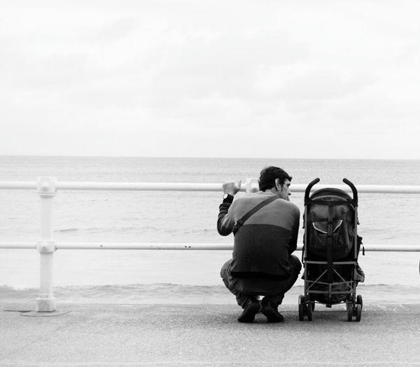 Transcendental conversation.... Blackandwhite Monochrome Minimal Streetphotography Mi Serie Gijón Mi Serie Minimal